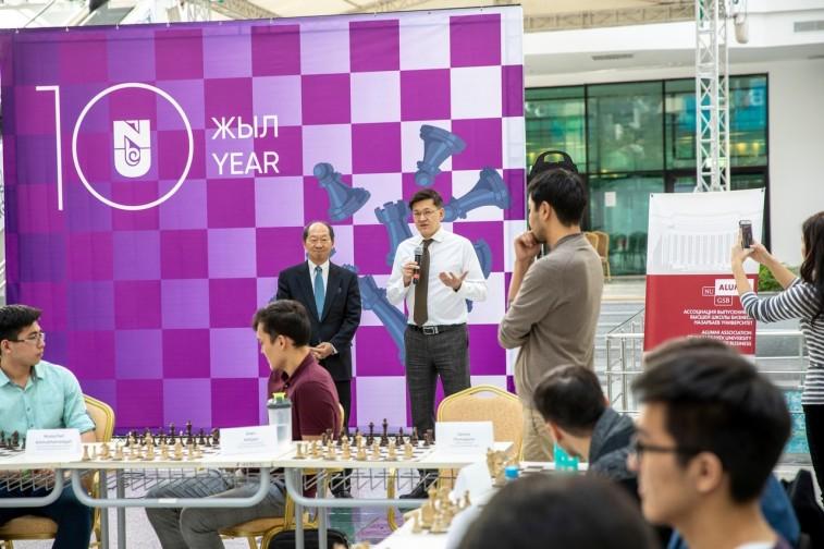 Первый сеанс одновременной игры в шахматы в Назарбаев университете