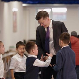 Академия шахмат Дармена Садвакасова приглашает детей для обучения шахматам