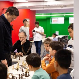 Сеанс одновременной игры с Дарменом Садвакасовым
