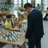 Жители и гости Астаны сыграли в шахматы с международным гроссмейстером Нурланом Ибраевым