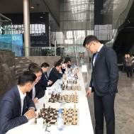 Известный шахматист, международный гроссмейстер Дармен Садвакасов провел сеанс одновременной игры с 25-ю сотрудниками Минфина