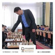 В лицее № 66 г.Астаны был проведен сеанс одновременной игры с международным гроссмейстером Дарменом Садвакасовым