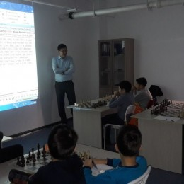 Пятикратный чемпион Казахстана по шахматам Дармен Садвакасов провел в Астане мастер-класс