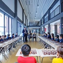 Состоялся сеанс одновременной игры с Дарменом Садвакасовым в школе Haileybury Astana